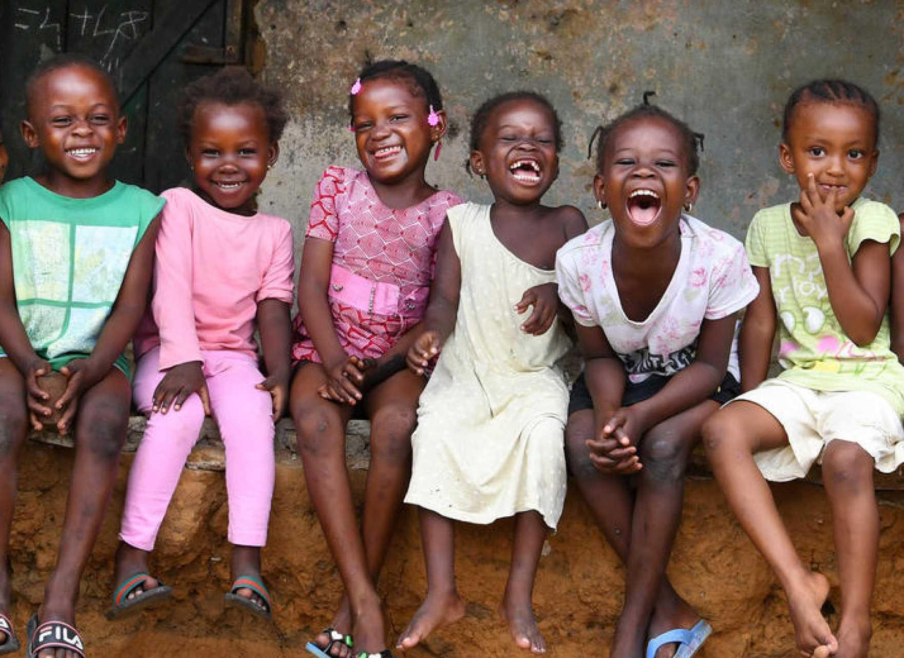 Glada barn i Elfenbenskusten