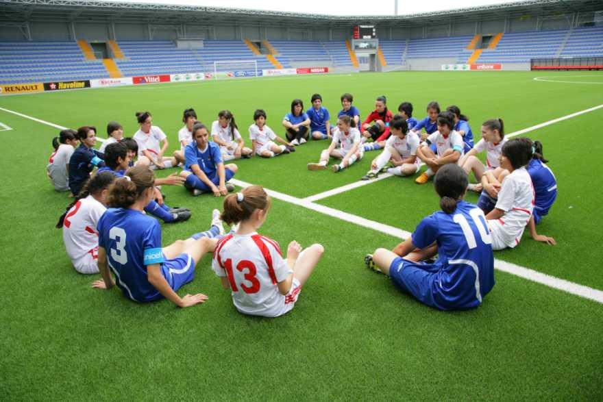 Fotbollslag med tjejer i Azerbajdzjan.