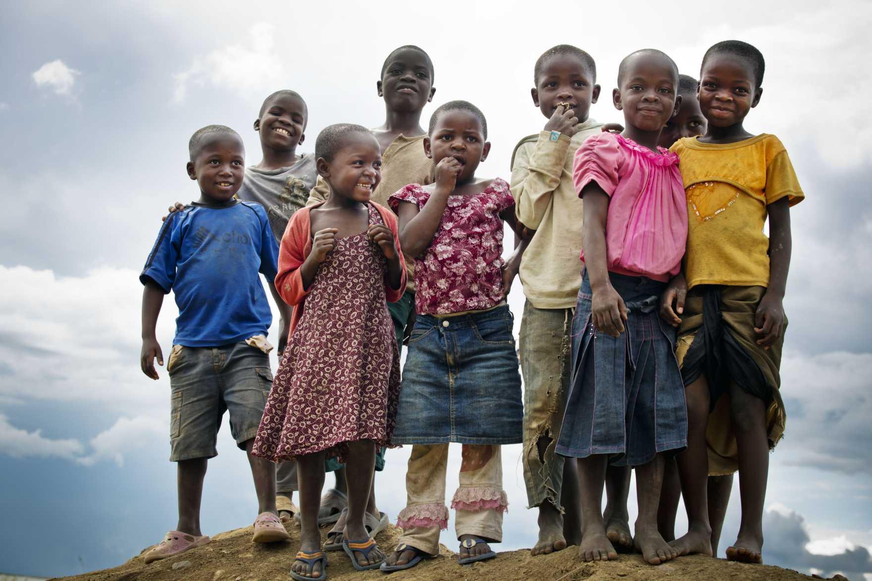 Glada barn i Tanzania.